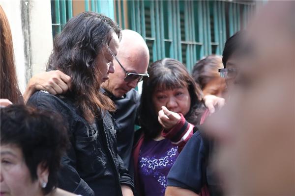 Bố oà khóc và gọi tên Minh Thuận khi nhìn di ảnh con lần cuối - Tin sao Viet - Tin tuc sao Viet - Scandal sao Viet - Tin tuc cua Sao - Tin cua Sao