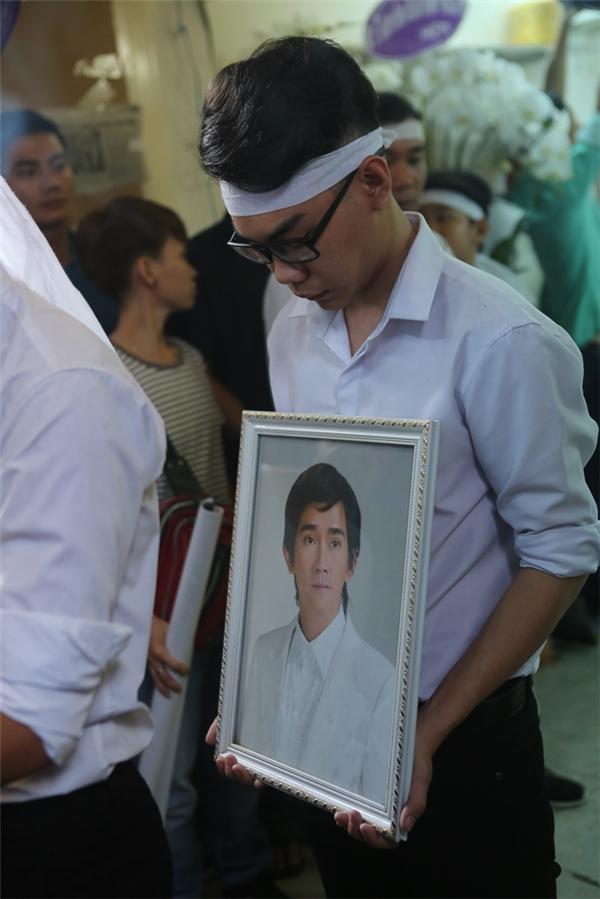 Minh Thuận qua đời vào chiều 18/9 trong niềm thương tiếc, bàng hoàng của người thân và nhiều anhchị, em nghệ sĩ. - Tin sao Viet - Tin tuc sao Viet - Scandal sao Viet - Tin tuc cua Sao - Tin cua Sao