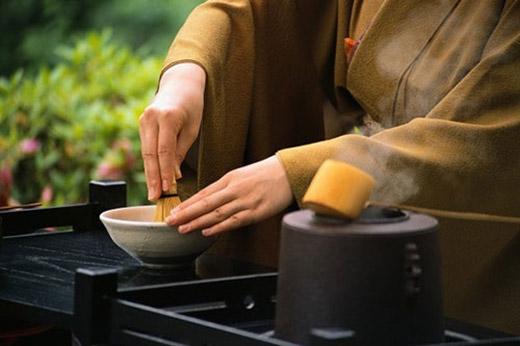 Trà Nhật có chứa nhiều chất oxy hóa và bột trà được làm từ lá trà non đặc biệt nhiều chất diệp lục và hàm lượng chất chống oxi hóa cao.