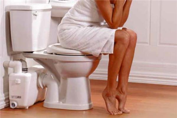 Đi vệ sinh là một việc làm đơn giản nhưng lạitiềm ẩn nguy cơ gâyhại hệ tiêu hóa và tăng khả năng ung thư nếu không đúng cách.