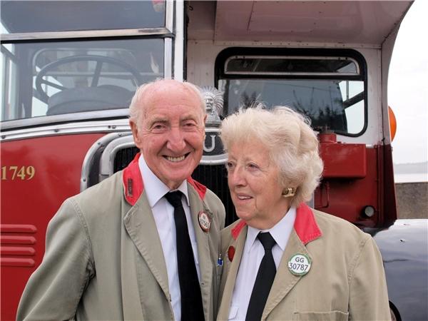 Ông Ken và bà Shirley không giấu được niềm hạnh phúc