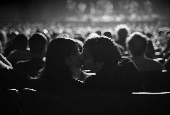 Sự khác biệt giữa tình yêu sét đánh và tình yêu thực sự