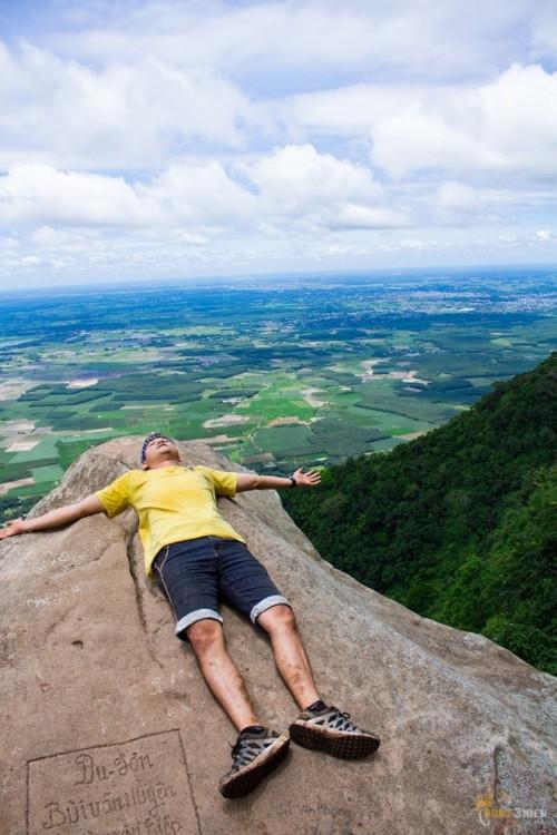 Không dễ dàng gì để có một giấc ngủ giữa mênh mông đất trời như thế này!