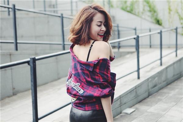 Hoàng Thùy Linh đốn tim fans với tóc ngắn và phong cách tối giản