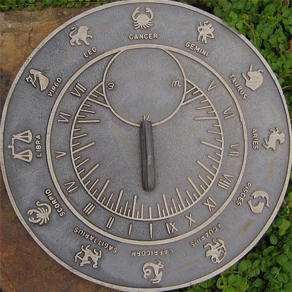 ...nhưng không công nhận vì thời điểm Mặt trời ngự ở chòm sao này chỉ kéo dài khoảng 19 ngày.