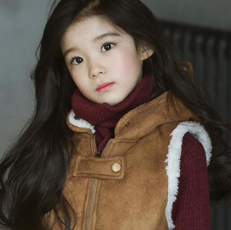 """""""Gục ngã"""" trước vẻ đẹp như thiên thần của cô bé IU phiên bản nhí"""