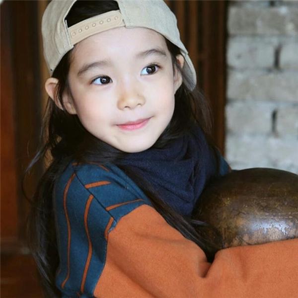 """Xinh xắn dễ thương như một thiên thần,Kim Gyu Rikhiến bao trái tim phải """"thổn thức"""". (Ảnh: Internet)"""
