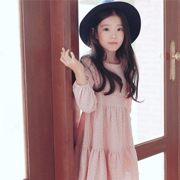 Bất cứ phong cách thời trang nào cô bé cũng đều phù hợp.(Ảnh: Internet)