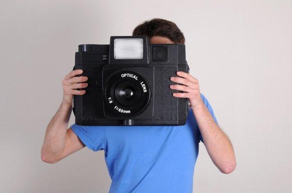 Máy ảnh to thế này thì ảnh chụp ra nhất định phải có kích thước người thật chứ nhỉ?