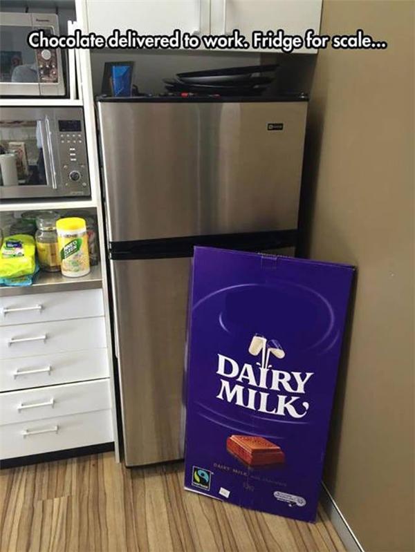 Khi socola to gần bằng cái tủ lạnh.
