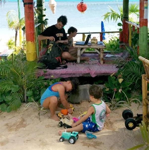Ngạc nhiên cách dạy con đặc biệt của bố mẹ chịu chơi nhất quả đất