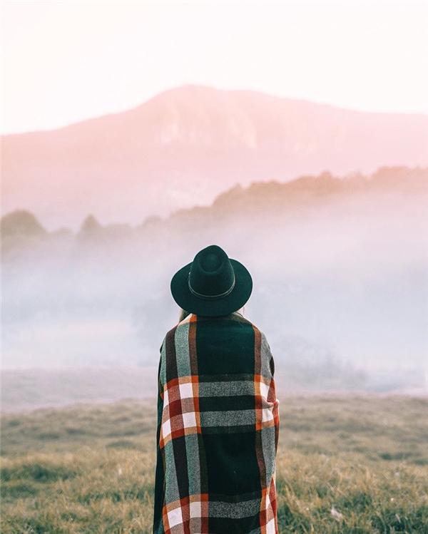Những tấm ảnh đầu tiên của cô đều là ảnh trắng đen 35mm, nhưng hiện tại cô đang có niềm đam mê bất tận với ảnh du lịch và phong cảnh, nhưng cô dự định một ngày nào đó sẽ quay lại với thể loại này.
