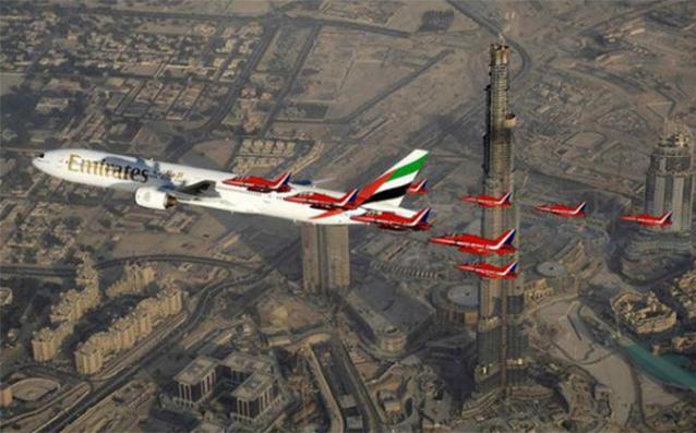 Máy bay còn bay thấp hơn cả tòa nhà.(Ảnh: Internet)
