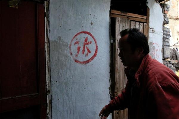 Hiện tại còn khoảng hơn 100 hộ dân vẫn sinh sống trong khu ổ chuột này.