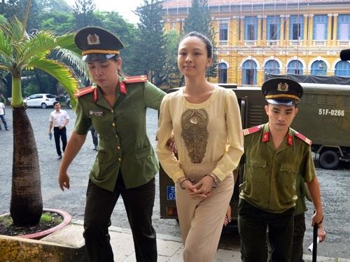 Trương Hồ Phương Nga trong phiên xét xử ngày hôm qua 21/9. - Tin sao Viet - Tin tuc sao Viet - Scandal sao Viet - Tin tuc cua Sao - Tin cua Sao