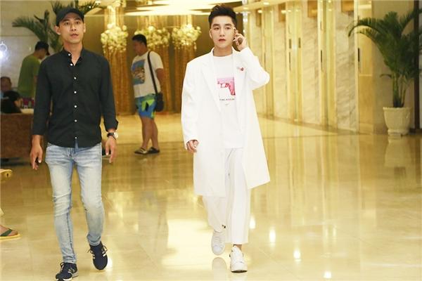 Cộng đồng mạng đã ra tay với bộ trang phục của Sơn Tùng