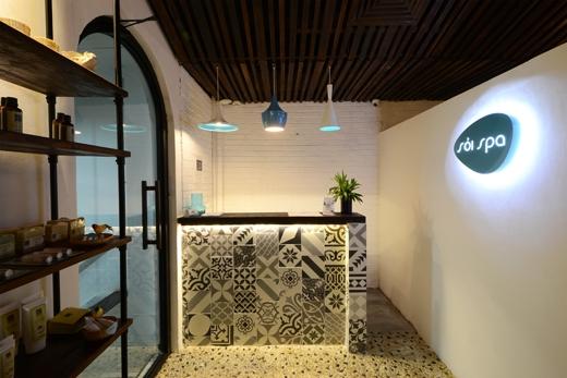 Sỏi Spa chọn màu xanh là màuchủ đạo khiến khách đến đâyđều có cảm giác thoải mái tuyệt đối.