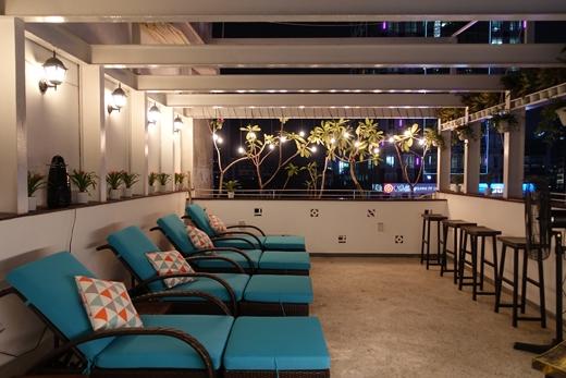 Sỏi Spacũng là spa đầu tiên tại Sài Gòn phục vụ massage và dịch vụ móng cho kháchhàng tại sân thượng.