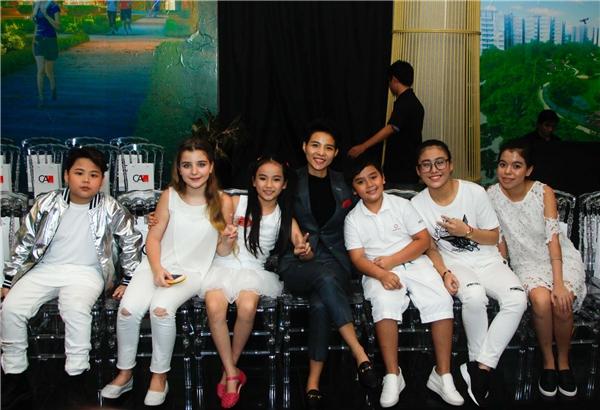 Vũ Cát Tường và dàn thí sinh trong cuộc thi The Voice Kids.