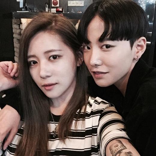 Độ đẹp đôi của cả hai người khiến dân tình Hàn Quốc cũng không nỡ khắt khe.