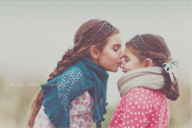 Thương em lắm, hôn em nhiều.