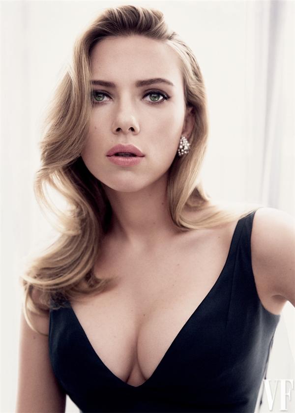 Nữ diễn viên sexy của hàng loạt phim bom tấn Scarlett Johansson sở hữu cả bộ ngực lẫn cặp mông thuộc hàng vĩ đại của showbiz.