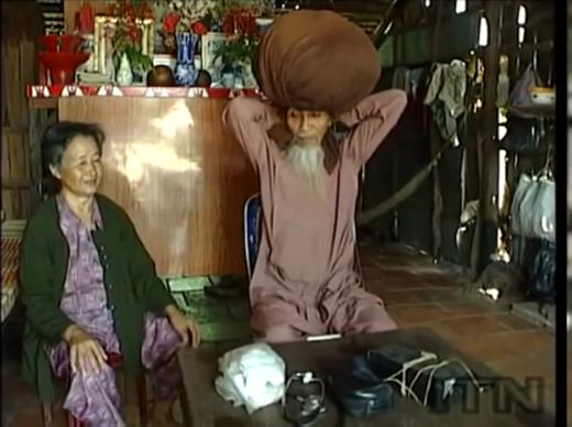 Ông cụ đã không cắt tóc trong suốt 50 năm.