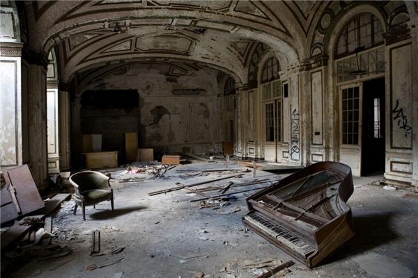 Sảnh lớn hoang tàn của khách sạn Lee Plaza ở Detroit có làm người ta tiếc nuối về một thời huy hoàng ở nơi này? (Ảnh: Getty Images)