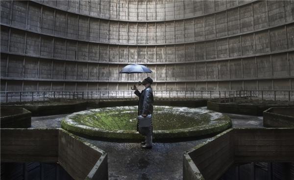 Được xây dựng vào năm 1921, nơi này đã từng là nhà máy điện đốt than lớn nhất ở Bỉ. Nhà máy điện IM hoạt động từ đó đến năm 2007 – khi cuộc biểu tình từ tổ chứcGreenpeace đòi nơi này phải đóng cửa do thải ra 10% tổng lượng khí thải carbon dioxide tại Bỉ. (Ảnh: Getty Images)