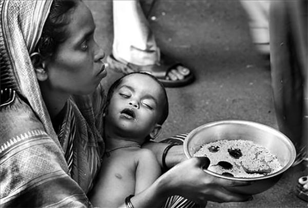 Tại sao những đứa trẻ trên tay người ăn xin luôn ngủ?