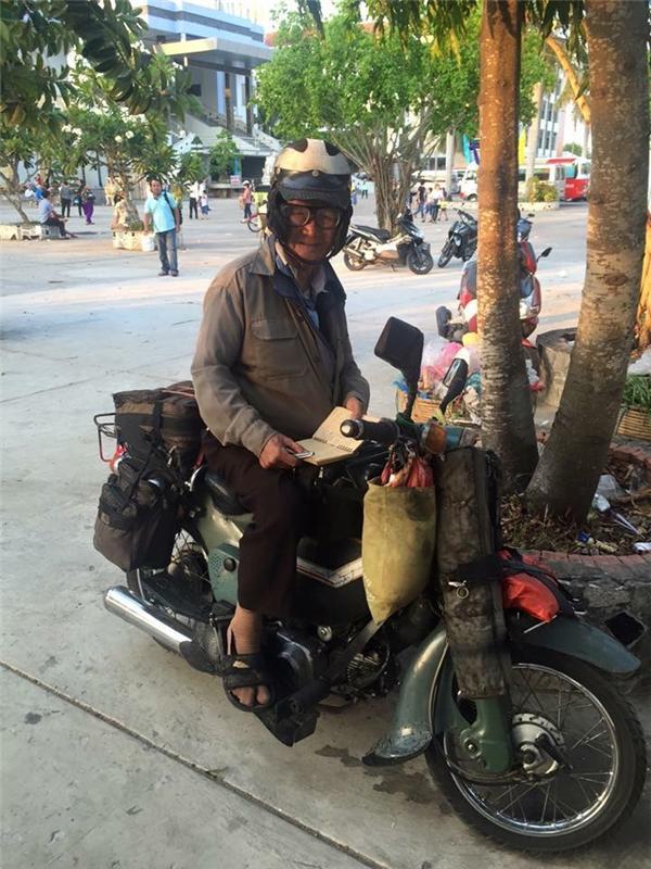 """""""Phục sát đất"""" ông cụ phượt xuyên Việt ở ngưỡng tuổi gần 90"""