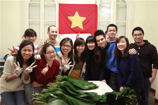 Sinh viên Việt Nam đón Tết tại Pháp.
