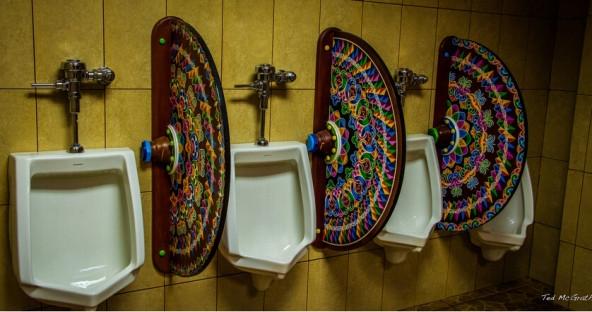 Nhìn đi nhìn lại thì thấy chỉ có cái bồn vệ sinh này vừa an toàn, vừa lịch sự lại rất trang nhã.