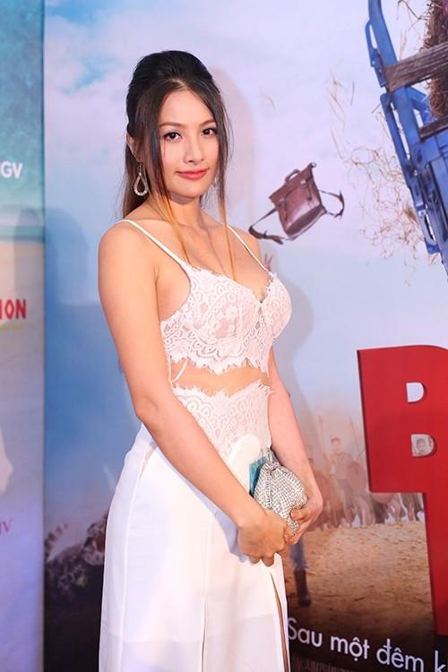 Yaya Trương Nhi cũng từng gặp sự cố khi diện trang phục ren với kiểu dáng dễ gây hiểu lầm.