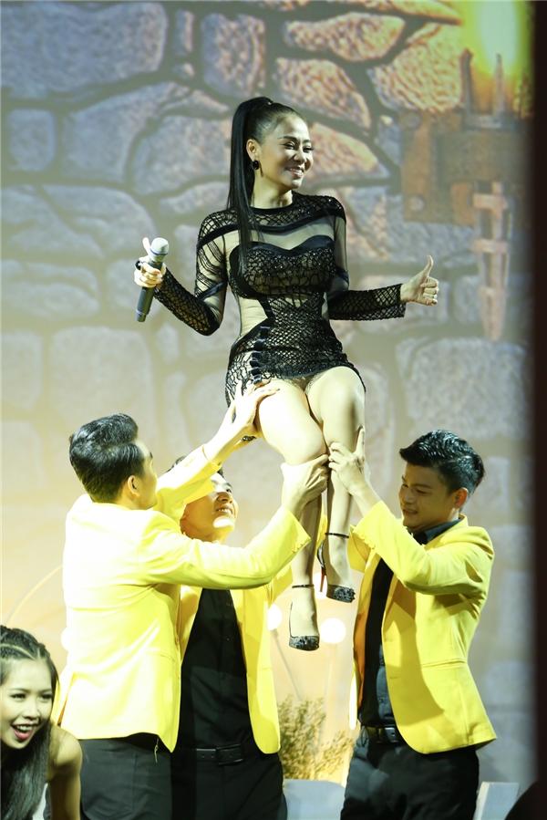 Thu Minh rơi nước mắt vì hạnh phúc trong ngày sinh nhật - Tin sao Viet - Tin tuc sao Viet - Scandal sao Viet - Tin tuc cua Sao - Tin cua Sao