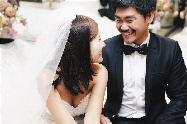 Khánh Hiền và bạn trai đã có một khoảng thời gian đủ dài để tìm hiểu nhau, đặc biệt vào 12/09 vừa qua, anh chàng bạn trai này cũng đã có màn cầu hôn Khánh Hiền vô cùng lãng mạn dưới sự chứng kiến của bạn bè và những fan thân yêu.