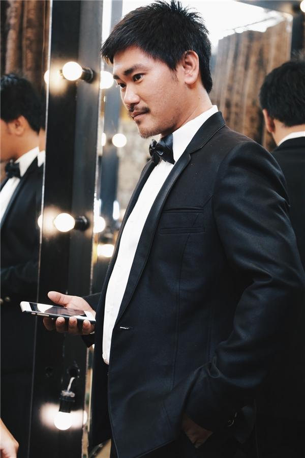 Diễn viên Khánh Hiền rạng rỡ đi thử áo cưới
