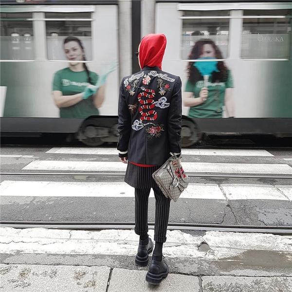 Giữa nghìn tín đồ thời trang, Kelbin Lei vẫn vinh dự có mặt trên Vogue