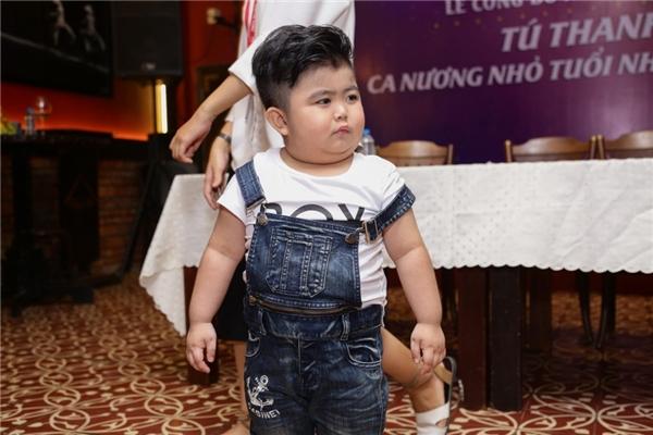 Đến chúc mừng Tú Thanh nhận kỉ lục Guiness Việt Nam còn có sự tham dự của một số tài năng nhí bước ra từ cuộc thi Người Hùng Tí Hon. Trong đó, cậu bé bụ bẫm Ku Tin là khách mời thu hút nhiều sự chú ý hơn cả.
