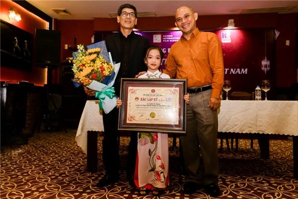 Trong các mùa giải Người Hùng Tí Hon, Tú Thanh là thí sinh thứ 2 được xác lập kỷ lục Guiness Việt Nam. Trước đó, ở chương trìnhmùa đầu tiên vàonăm 2015, anh em Minh Quang - Minh Nhựt cũng đã nhận kỉlục cho danh hiệu Nghệ sĩ xiếc nhỏ tuổi nhất Việt Nam.