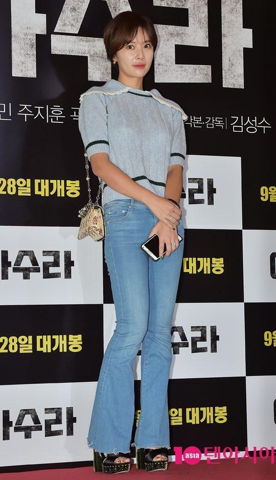 """Song Joong Ki đen nhẻm vẫn phong độ ngời ngời """"ăn đứt"""" dàn mĩ nam"""