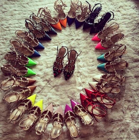 Nếu đã thích một đôi giày thì nhất định phải mua tất cả cái màu của nó.
