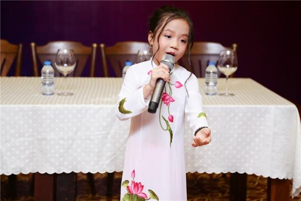 Tài năng bộc lộ từ khi còn rất bé nhưng Tú Thanh lại sinh ra trong một gia đình kinh doanh, không có truyền thống về nghệ thuât.