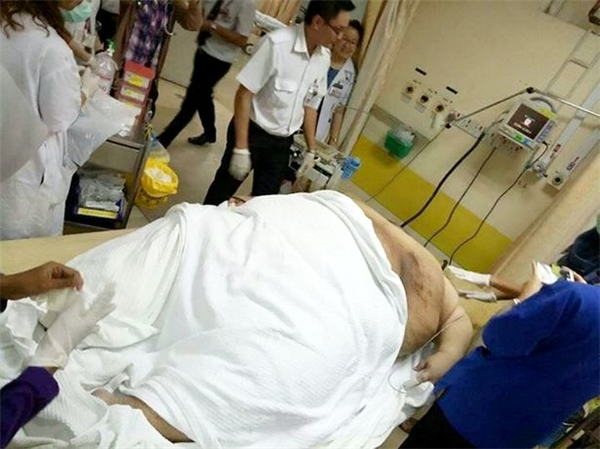 Nhờ sự giúp đỡ tận tình của đội cứu hộ, chàng béoSia đã được đưa đến bệnh viện kịp thời và qua cơn nguy hiểm.