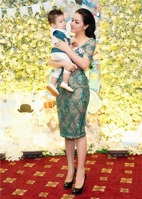 Với lần sinh nhật đầu đời nên Nhật Kim Anh và ông xã đã chọn một trung tâm hội nghị sang trọng để tổ chức và trang trí bữa tiệc sinh nhật hoành tráng cho cậu con trai cưng. - Tin sao Viet - Tin tuc sao Viet - Scandal sao Viet - Tin tuc cua Sao - Tin cua Sao