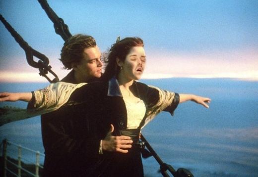 """Jack: """"Rose, làm ơn xinem hãy nhảy xuống nhanh lên đi!!!"""""""