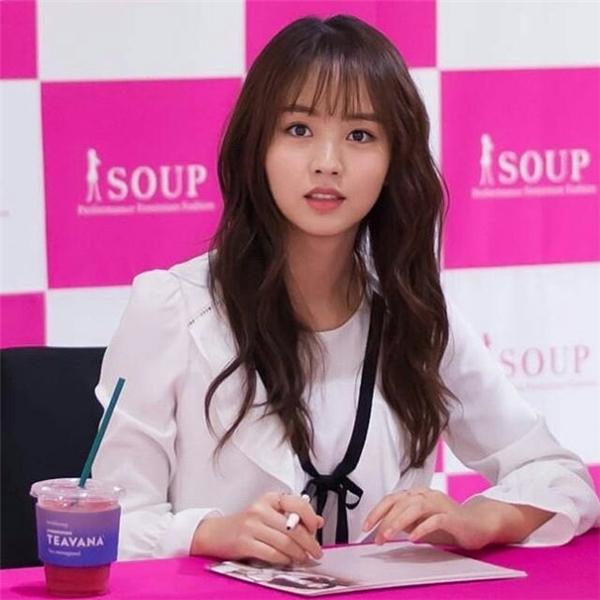 """Rung động trước nhan sắc tựa nữ thần của nàng """"ma nữ"""" Kim So Hyun"""
