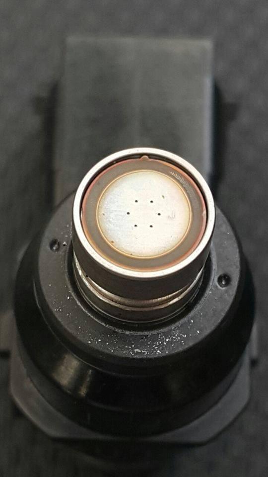 Kim phun xăng của AirBlade 125 chỉ có 6 lỗ phun thay vì là 8 lỗ phun.(Ảnh: internet)