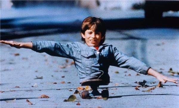 """Trong một cảnh quay Kenny đã đẩy bỏ chiếc chân giả của mình và nói: """"Nếu tôi coi mình là tật nguyềnthì tôi đã mang những chiếc chân giả đó""""."""