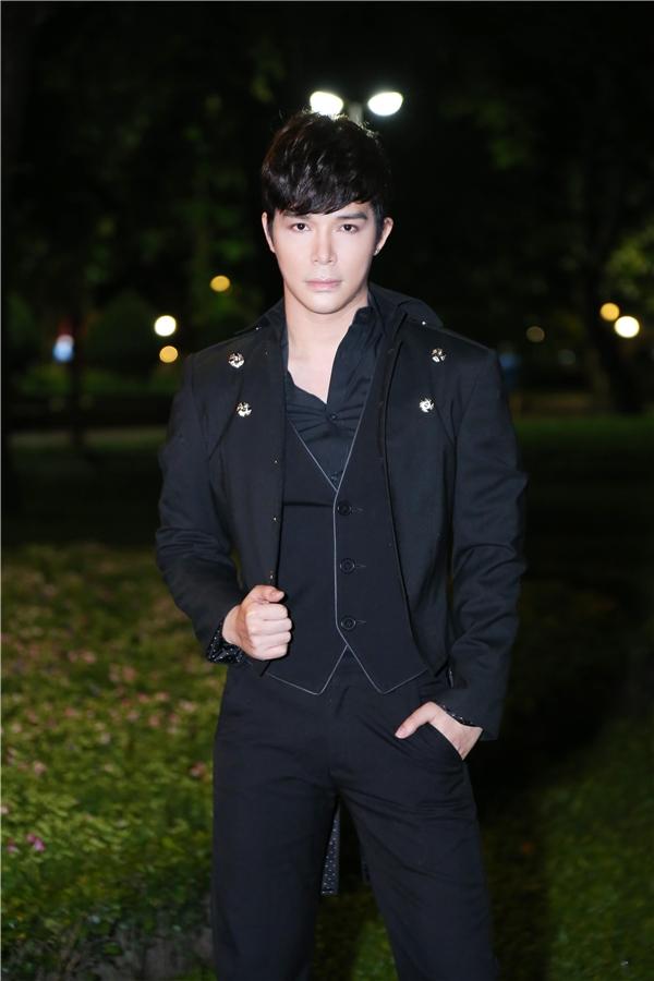 Tối qua 23/9, Nathan Lee đã nhận lời tham gia chương trình lớn chào mừng ngày Nam Bộ kháng chiến. - Tin sao Viet - Tin tuc sao Viet - Scandal sao Viet - Tin tuc cua Sao - Tin cua Sao